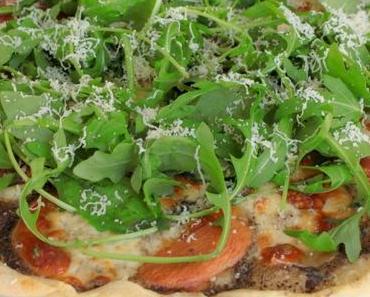 Pizza à la crème de truffes, roquette & parmesan