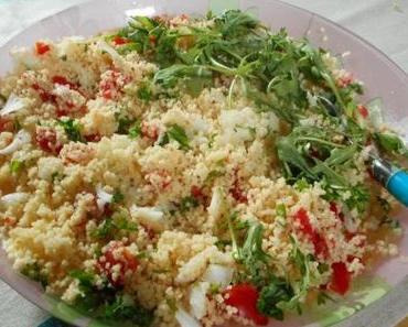 Salade de couscous aux oignons nouveaux, aux tomates et au citron