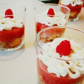 Verrines rhubarbe, framboise & chantilly : LE dessert des gens pressés… Ou en retard. Ce qui revient au même ! (Concours Tupperware® insiiiiide)