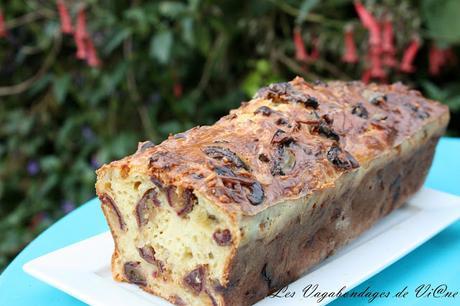 Cake au crottin de chèvre et aux dattes