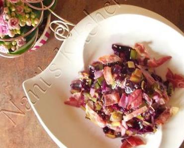 Salade de chou rouge, poireaux, raisins secs et sésame