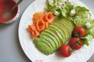Salade légère avocat saumon fumé