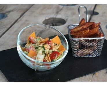 Salade de maïs & fromage sauce cacahuètes, potatoes épicées