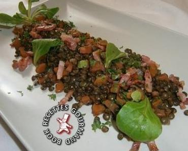 Salade tiède de lentilles vertes aux petites carottes et lardons croustillants