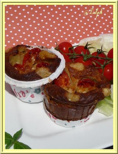 Muffins aux tomates cerises, oignons rouges et parmesan