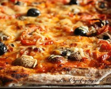 Pizza jambon - champignons - tomate