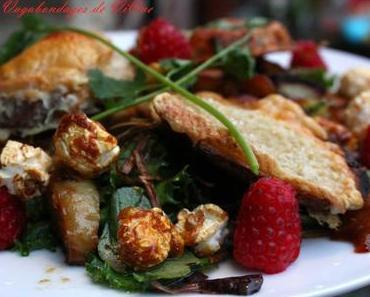 Salade de pommes de terre sautées aux fruits et toasts aux fromages