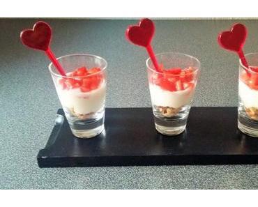 Mini-verrines express aux fraises et crème de yaourt au citron