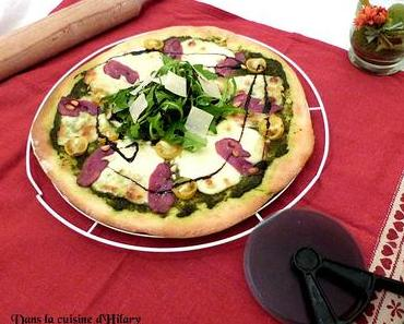 Pizza au pesto et magret de canard fumé / Pesto and smoked duck breast pizza