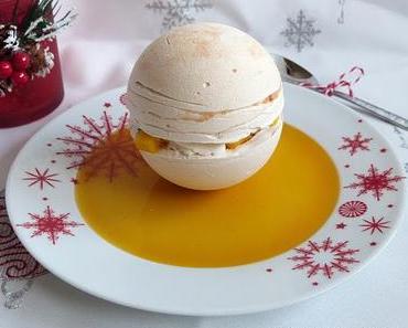 Pavlova sphérique boule de Noël mangue & fruits de la passion et son coulis gélifié / Spherical mago-passion Pavlova like a snowball