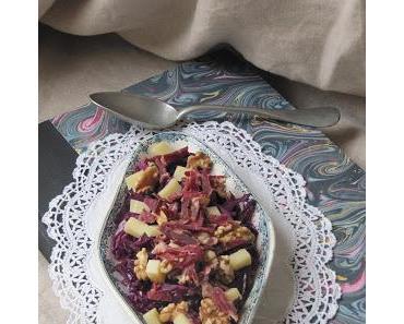 Salade de chou rouge au comté, aux noix & aux lardons