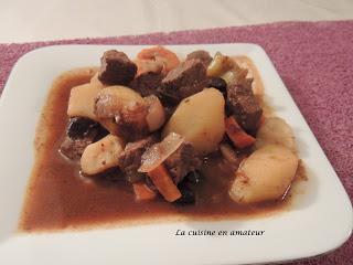 Boeuf aux carottes, olives et pommes de terre