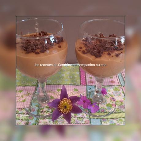 cr me dessert onctueuse au caf et ses copeaux de chocolat au companion thermomix ou autres robots. Black Bedroom Furniture Sets. Home Design Ideas