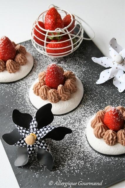 Mousse au chocolat  sur sa meringue, bio, sans gluten, sans oeufs......