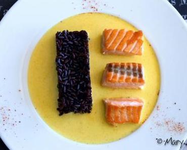 Pavé de saumon , sauce safranée , et riz vénéré