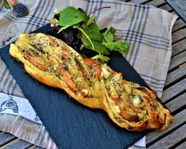 Tresse de pâte feuilletée au saumon, poireaux et crème au raifort