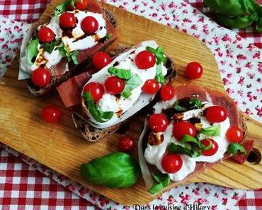 Brushetta à la burrata, tomates Tomberry, jambon cru et basilic / Burrata, tomberry tomatoes, smoked ham and basil brushettas