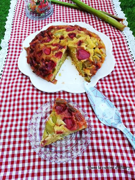 Gâteau renversé et renversant à la rhubarbe et à la fraise - Dans la cuisine d'Hilary