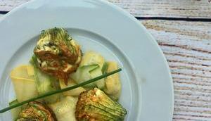 Salade fleurs courgettes farcies