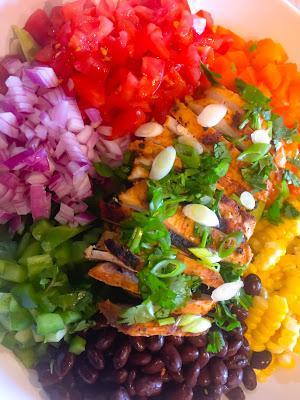 Salade Tex- Mex au Poulet  Vinaigrette d'Avocat