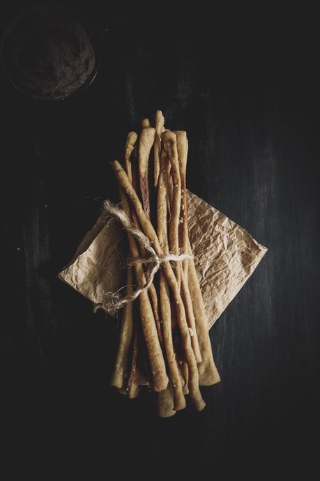 Houmous aux haricots rouges et Gressins à la farine de châtaigne