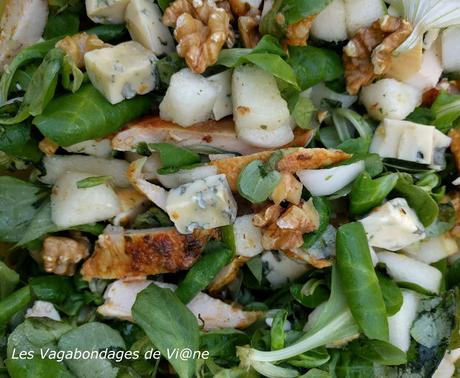 Salade de mâche, poulet poire et fourme d'Ambert
