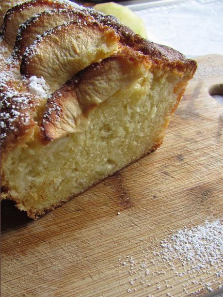 Cake 4/4 aux pommes et fève Tonka.
