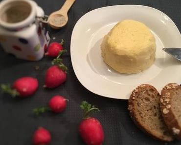 Faire son beurre maison recette facile et rapide au companion thermomix ou sans robots