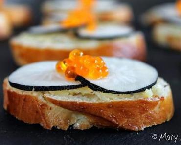 Toasts briochés au beurre d'algues, radis noir et oeufs de truite