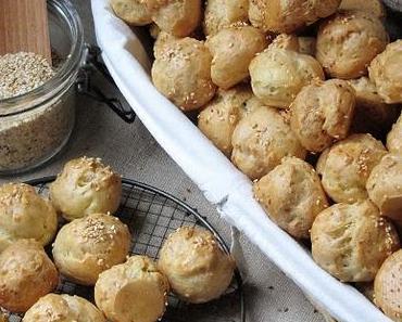 Gougères au roquefort & aux graines de sésame