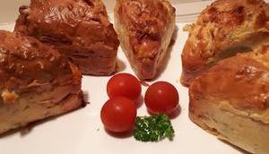 Minis cakes bacon tomates mozzarella persil