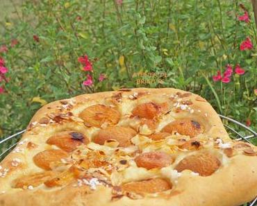 Fougasse aux abricots, miel, romarin et amandes