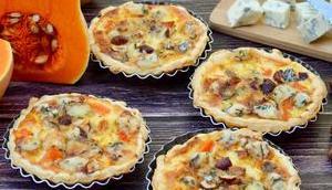 Tartelettes Fourme d'Ambert, butternut noisettes