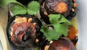 Oignons rouges farcis épinards, champignons chèvre