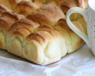 Brioche façonnée de mini croissants